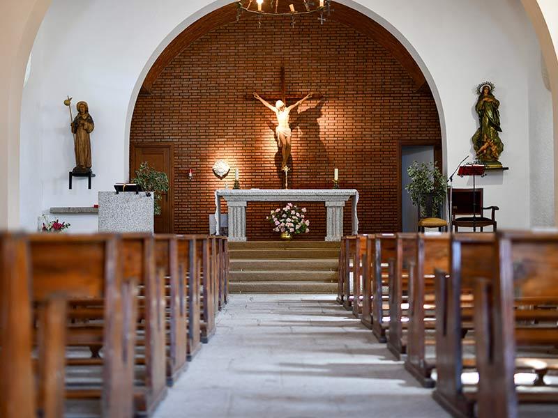 Interior Iglesia Santiago Apostol