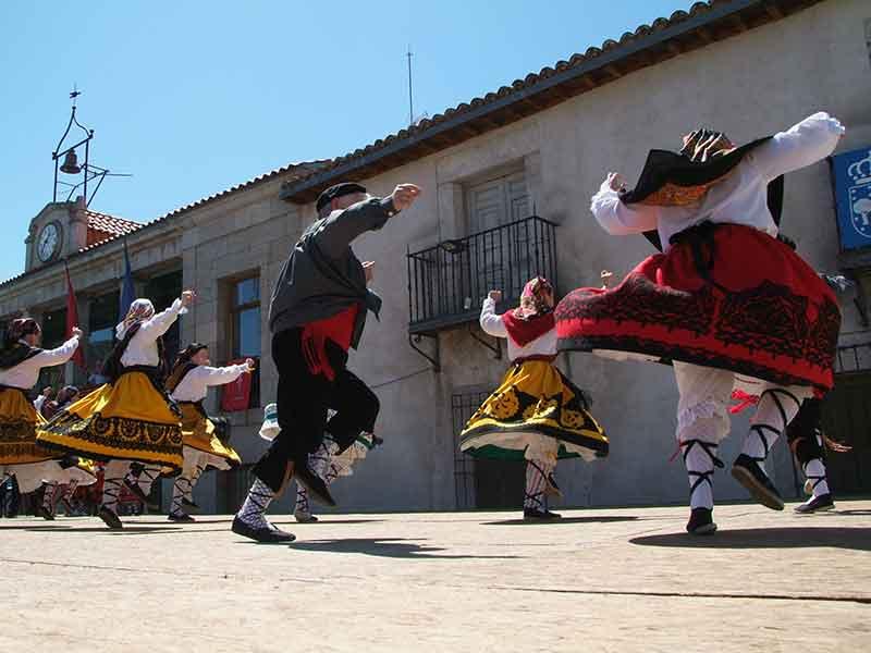 Bailes tradicionales en Robledo