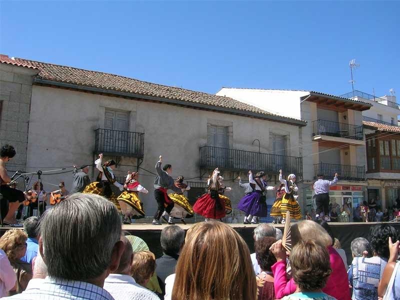 bailes tradicionales en las fiestas de robledo de chavela
