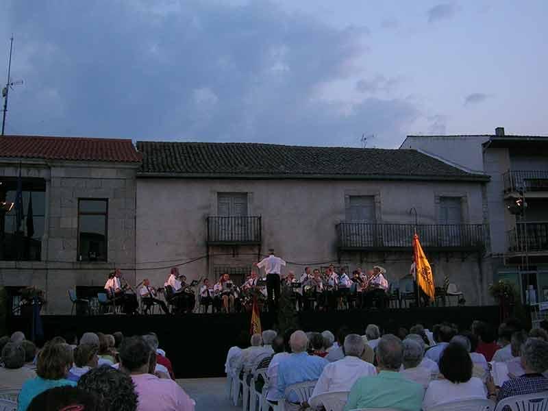 Banda de música en las Fiestas de Robledo