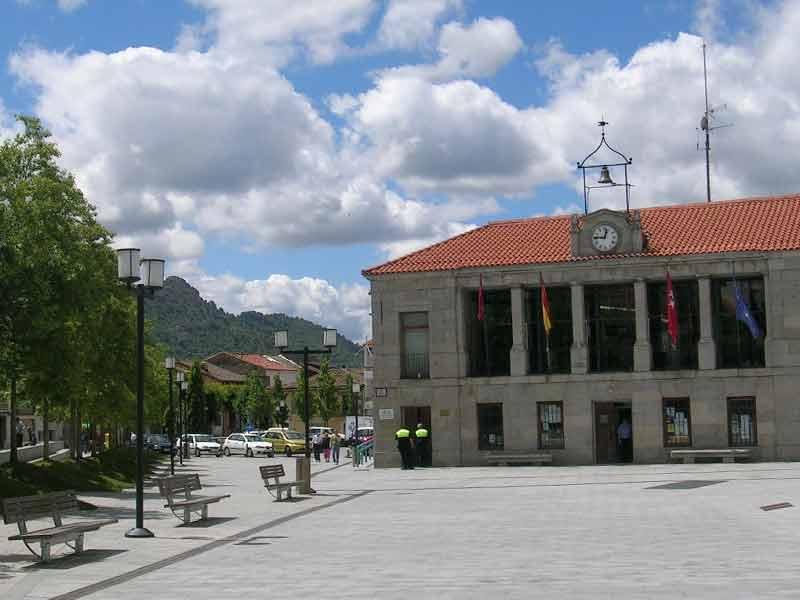 Plaza de España Ayuntamiento de Robledo