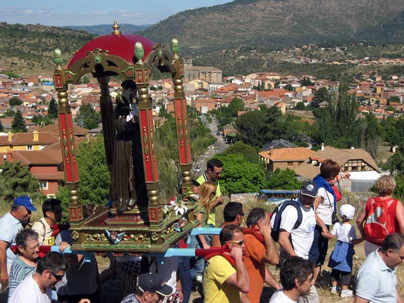 procesión del San Antonio de Padua en Robledo de Chavela