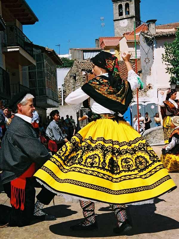 Traje tradicional de mujer en Robledo de Chavela