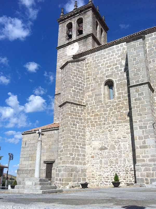 Vista exterior Iglesia de la Asunción de Nuestra Señora en Robledo